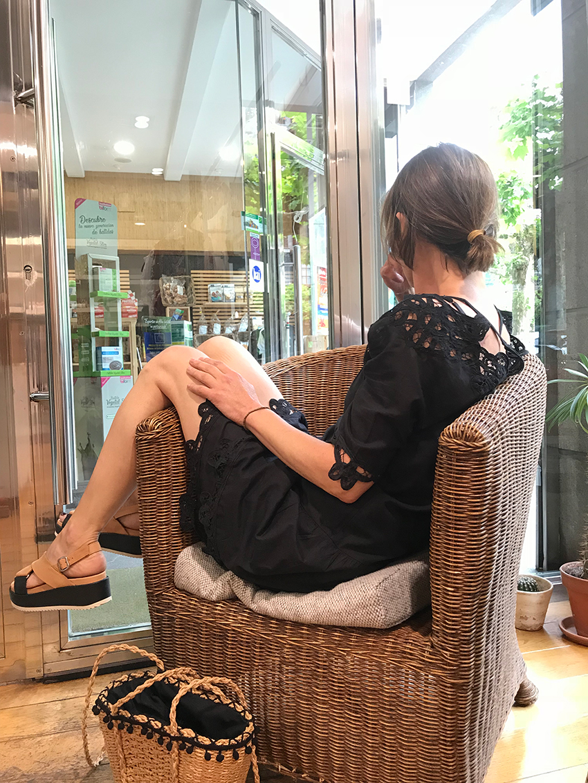 vestido negro intropia