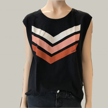 camiseta negra logo june