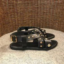 sandalia-negra-tachuelas mkt