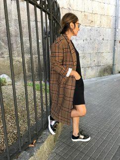 Tres looks de vestido con zapatillas